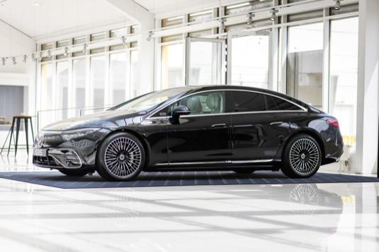 Mercedes-Benz EQS: hyperluxusní elektrická limuzína jde proti Tesle, Audi i Porsche