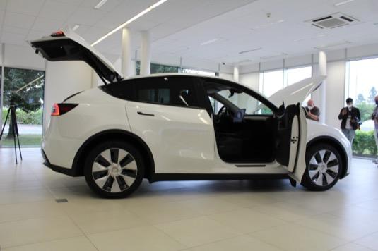 Tesla Model Y je v Česku! Má se tu stát jedním z nejprodávanějších elektromobilů