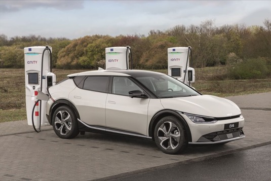 Elektromobil Kia EV6 se představí na autosalonu IAA Mobility 2021, nabídne špičkové asistenty