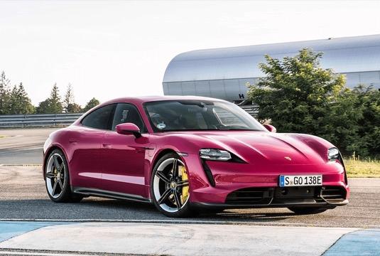Nový ročník elektromobilu Porsche Taycan nabízí vyšší dojezd a další vychytávky