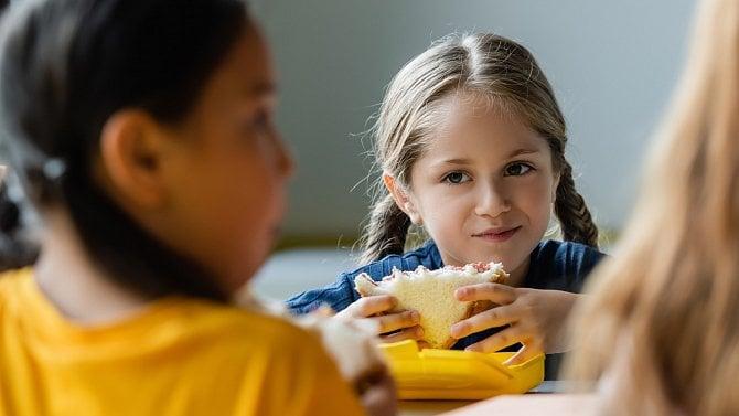 Jak snadno vyřešit zdravé svačiny do školy, po kterých to dítěti bude myslet