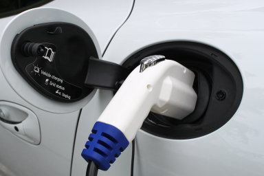 O hybridy je zájem. Jejich prodej se zvýšil o 114 procent, nahrává jim cena a menší závislost na dobíjecích stanicích