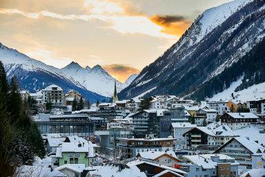 Ve Vídni začal proces týkající se ohniska koronaviru v Ischglu. Rodina oběti chce odškodnění 2,5 milionu korun