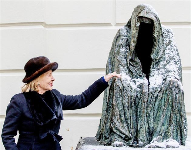 Zemřela česká sochařka Anna Chromy. Její díla zdobí Prahu, učila se u Dalího