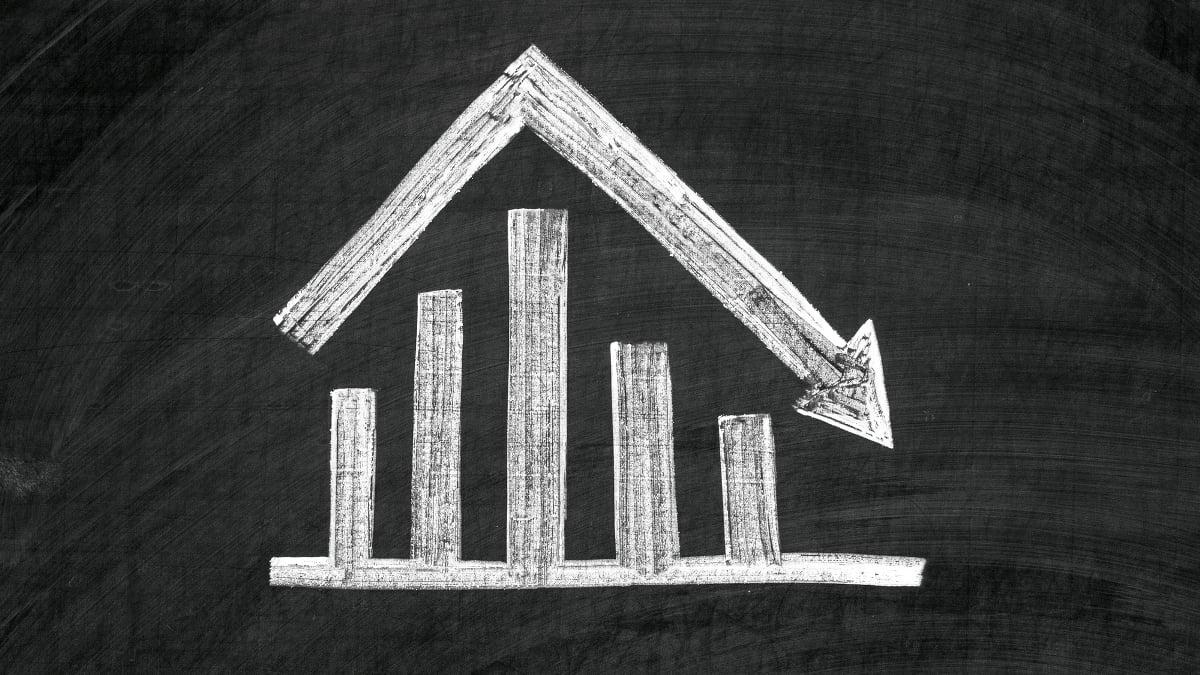 Důvěra v ekonomiku dále klesá, chybí součástky a straší i inflace