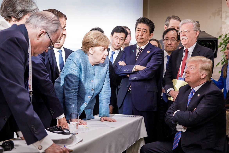 """""""Německá sestra matky Terezy"""" ajejí současníci: jak si kancléřka Merkelová rozuměla se světem"""