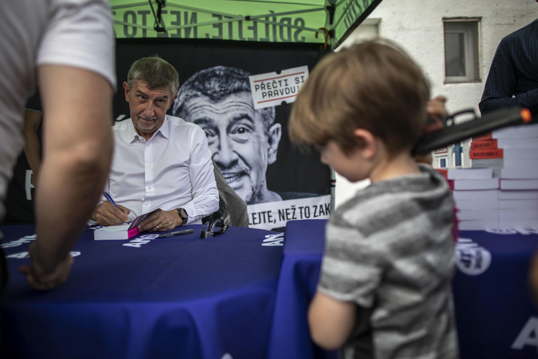Babiš ztrácí, opoziční koalice mají těsnou většinu, ukázal průzkum