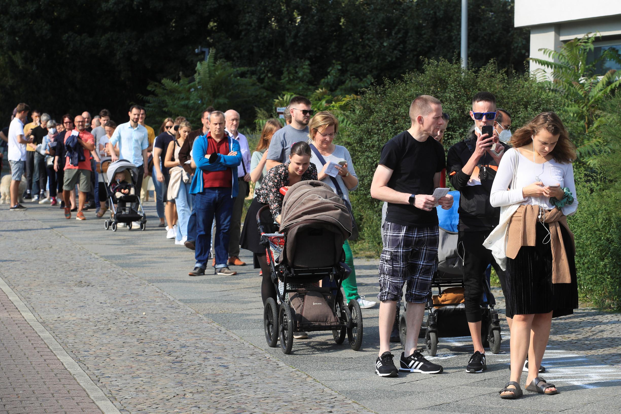 Co chtějí němečtí voliči? Deník N se ptal uvolebních místností vBerlíně isaském Heidenau