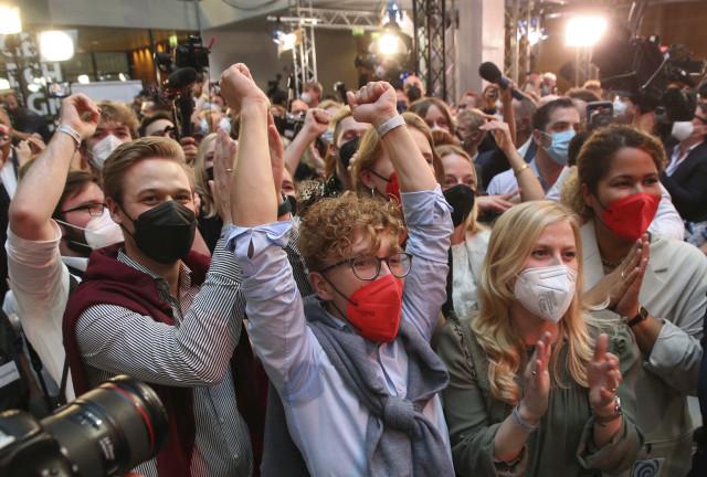Online: První odhady ukazují velmi těsný výsledek, vládnout Německu chtějí všichni