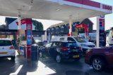 'Jsme svědky panického nakupování.' Až 90 % britských čerpacích stanic nemá pohonné hmoty