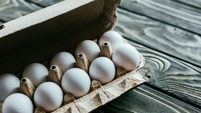 Klecová vejce mizí ze stálé nabídky obchodů. Vakci ale zůstávají