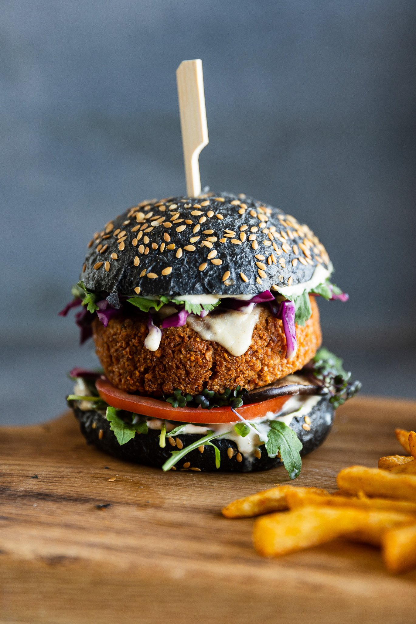 Vegetariánský burger vyladěný kdokonalosti: sfalafelem amicrogreens