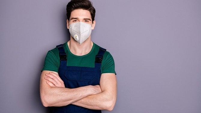 Jak je to s respirátory na pracovišti? Vojtěch upřesnil opatření