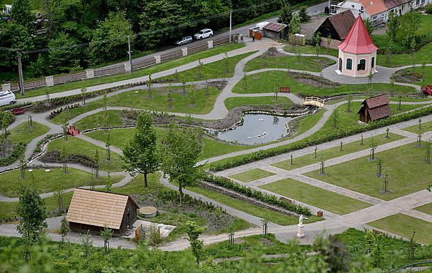 Vzkříšená krása. Zahrada Pernštejna se vrátila do doby slávy před 200 lety