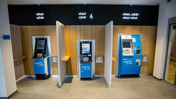 Zjakých bankomatů vČesku (ne)vybírat zahraniční kartou? (TEST)