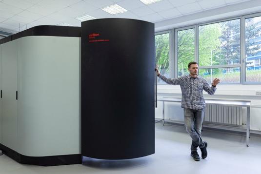 """FEL ČVUT otevírá špičkovou laboratoř pro vývoj pokročilých materiálů. Cílem jsou """"neopotřebitelné"""" díly"""
