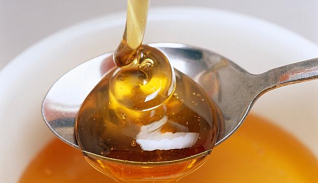 Mýty o medu: horký čaj ho zničí a krystalizace je známkou nekvality