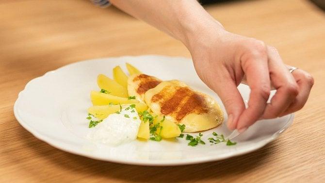 Sýr na pánev: sýr, který se vám nerozteče. Hodí se ina gril