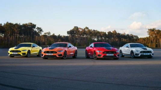 Ford už vyrábí víc elektromobilů Mustang Mach-E než klasických Mustangů