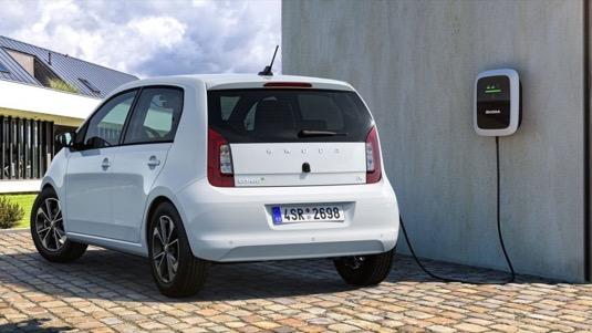 Svaz dovozců automobilů vyzývá vládu k zavedení dotací na nákup elektromobilu, navrhuje až 200 000 Kč