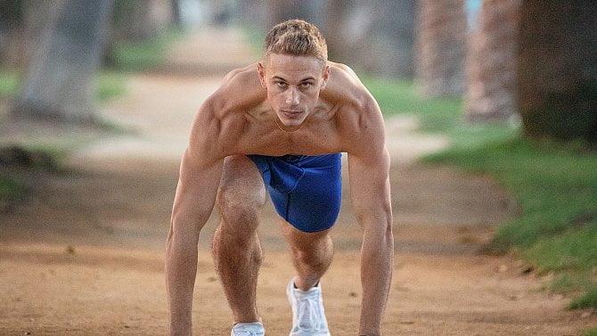 Ideální tréninkový plán má 4složky: protahování, kardio, cviky pro sílu a vytrvalost