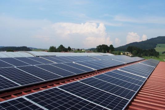 Od tisíců k milionu – boom střešních solárních panelů pokračuje v Rakousku