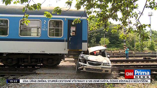 VIDEO: Když vás smete vlak, zdá se vyprošťování nekonečné