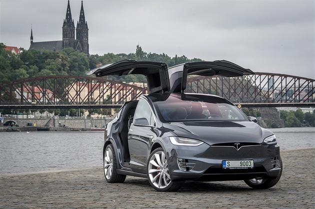Tesla otevřela centrum pro ČR, auta i nadále prodává jen online