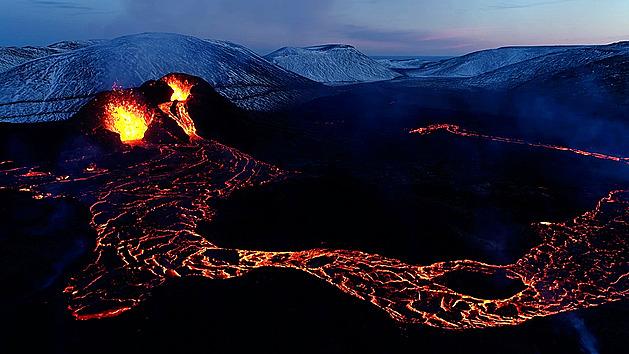 VIDEO: Je to krásný projev planety, říká filmař o erupci islandské sopky
