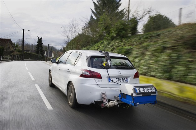 Francie obvinila Peugeot a Citroën z podvodů s emisemi naftových vozů