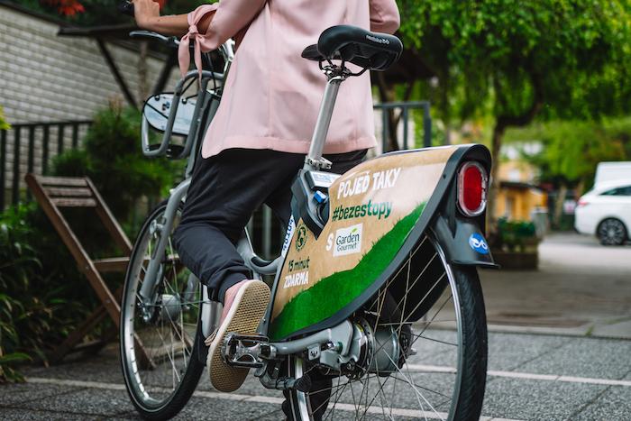 Garden Gourmet sbírá kilometry na kole pro česká zoo