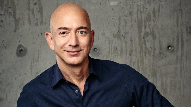 Jeff Bezos chce do vesmíru, Facebook plánuje vlastní chytré hodinky a FaceTime bude na webu