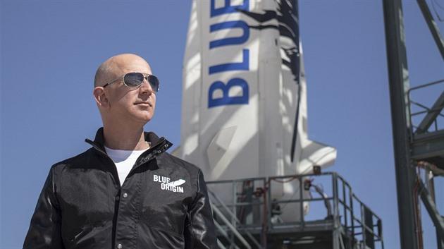 Dražba Bezosovy vesmírné jízdenky skončila. Vítěz za ni dal půl miliardy