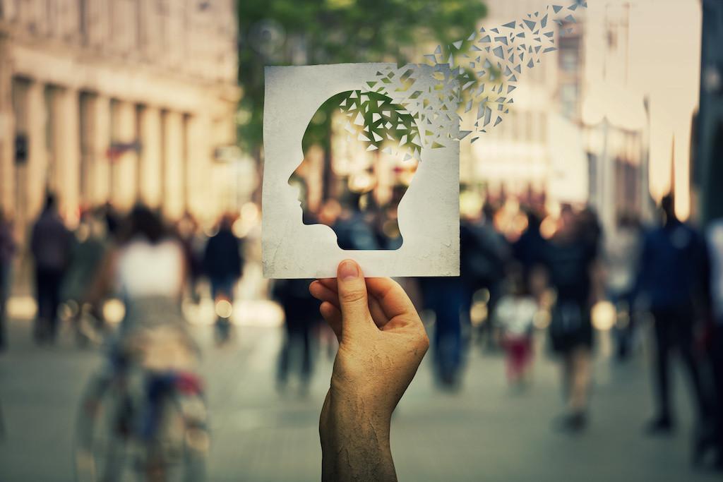 Lék na Alzheimerovu nemoc byl schválen. Přesto je nejspíš falešnou nadějí