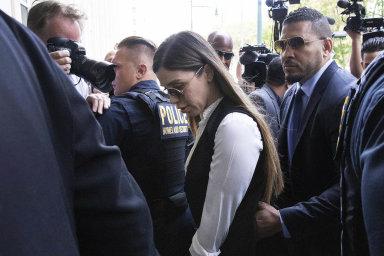 Pád drogové princezny. Manželka narkobarona El Chapa se přiznala, že mu pomáhala řídit kartel, a míří za mříže
