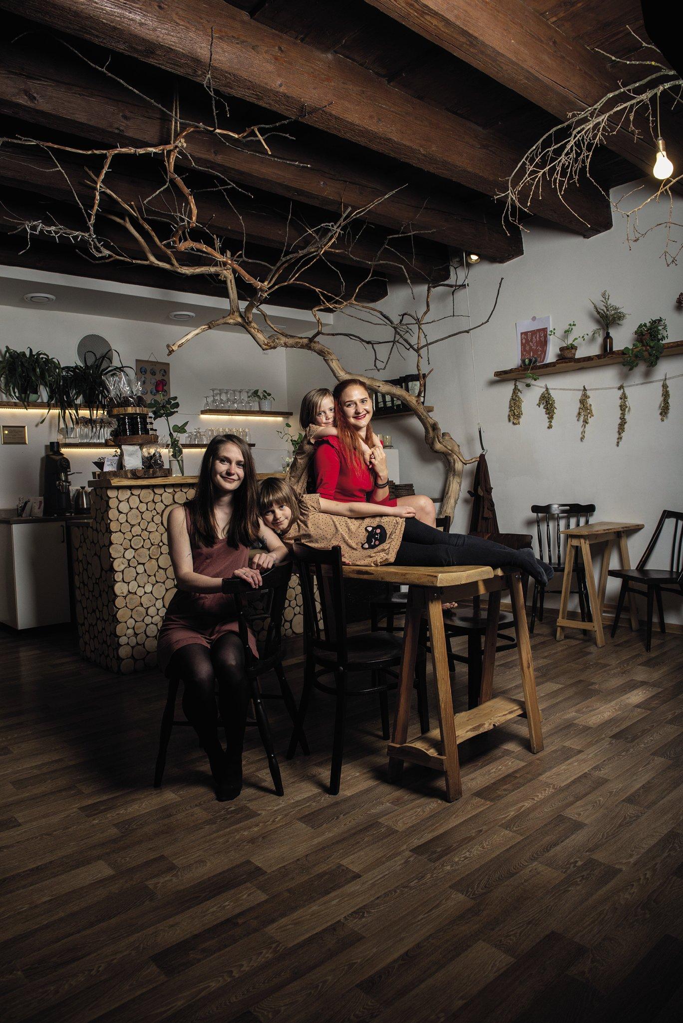Sestry otevřely kavárnu pro děti. Fronta bývá až na chodník