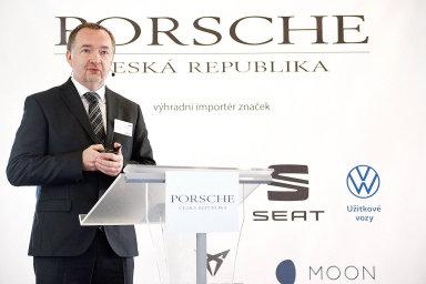 Bez dotování elektromobilů se staneme popelnicí Evropy