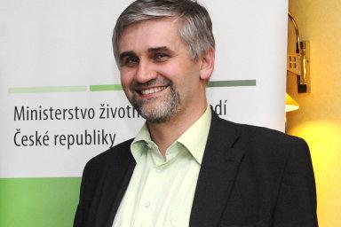 Čeští ministři místo sebe do Bruselu vysílají vztyčený prostředníček