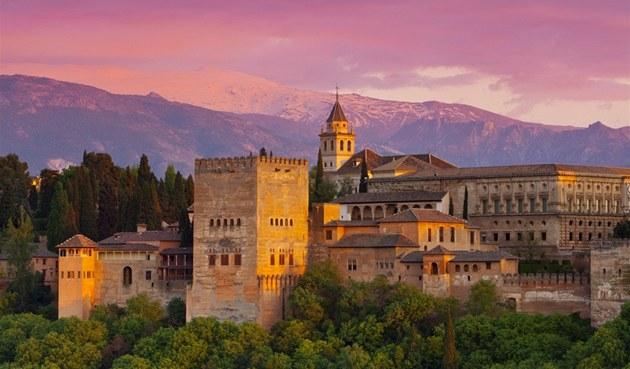 Dovolená ve Španělsku. Granadu zdobí maurský palác i vášnivé flamenco
