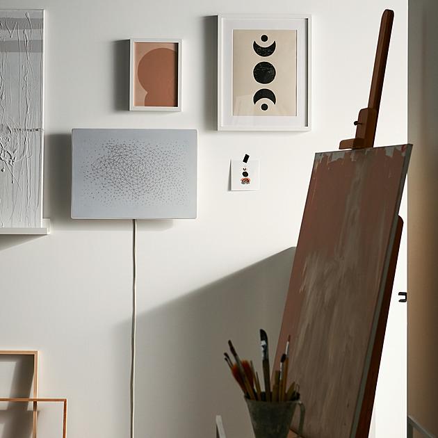 Nové reprosoustavy Ikea pověsíte jako obrazy. Hodí se do maličkých bytů
