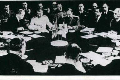 Od Stalina po Obamu. Pět summitů, kterými Washington s Moskvou tvořily dějiny