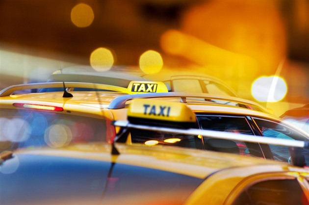 Pražské letiště seškrtá taxíky. Limuzíny skončí a zbude čtvrtina vozů