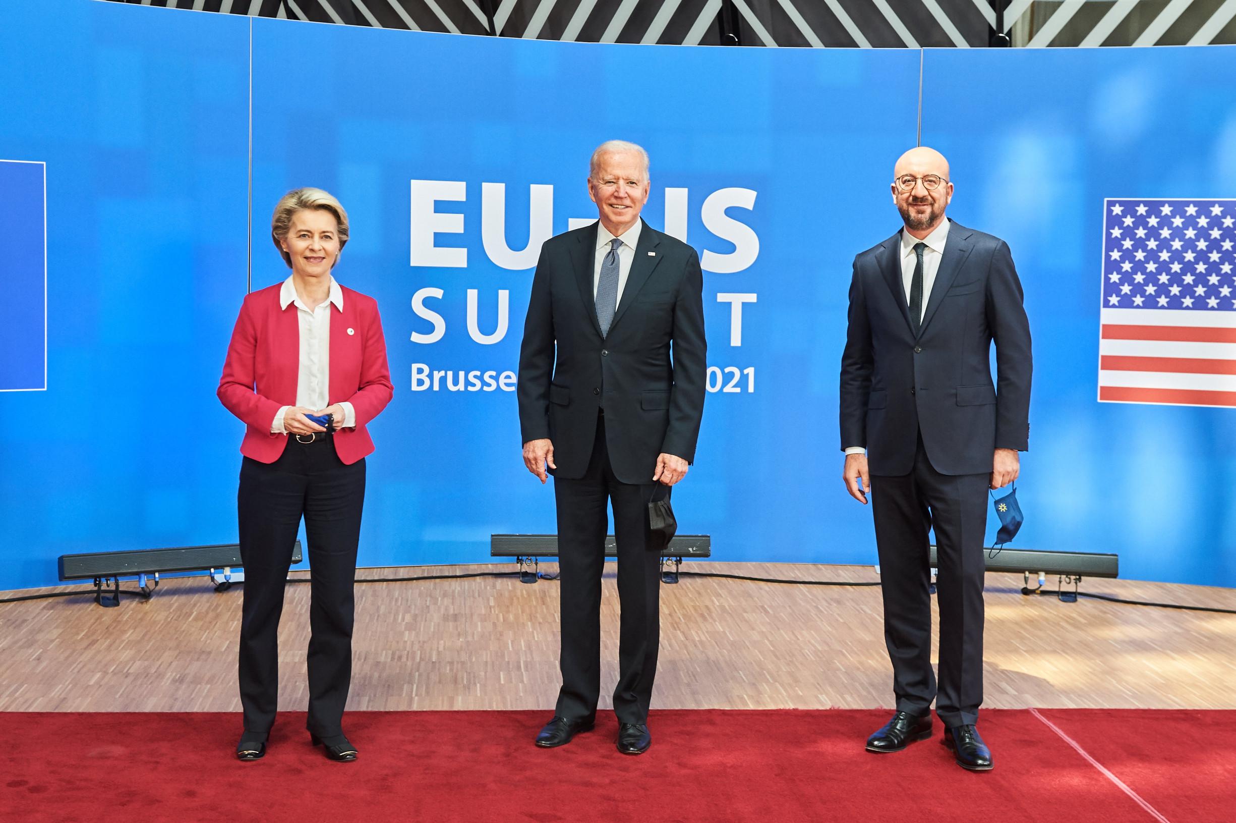 Příměří ve válce opodporu letadel, neúspěch EU ucla na ocel ahliník. Jak se Biden sbližuje sEvropou
