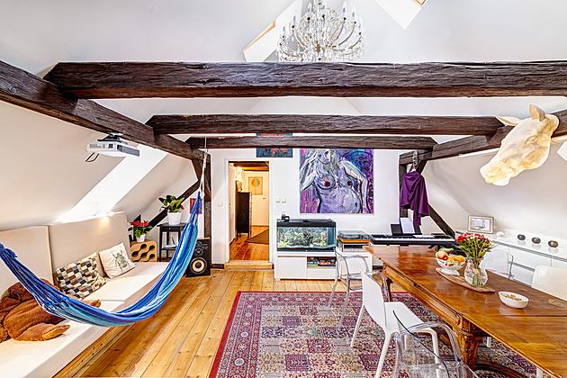 Romantické bydlení v podkroví milují, a to i přes nepraktické šikminy