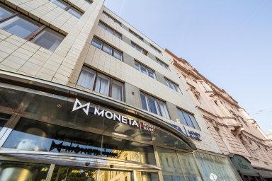 Spojí se Moneta s Air Bank? A jak to zahýbe s akciemi? Vše, co byste měli vědět o bankovní fúzi roku