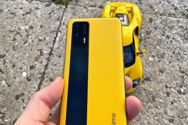 TEST: Realme GT 5G je sporťák s maximálním výkonem, kožená záda jsou jen radost navíc