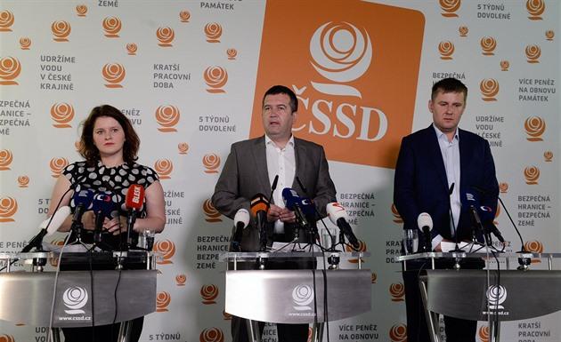 Vedení ČSSD maže stopy po Petříčkovi, dosadit chce Maláčovou a Stropnického