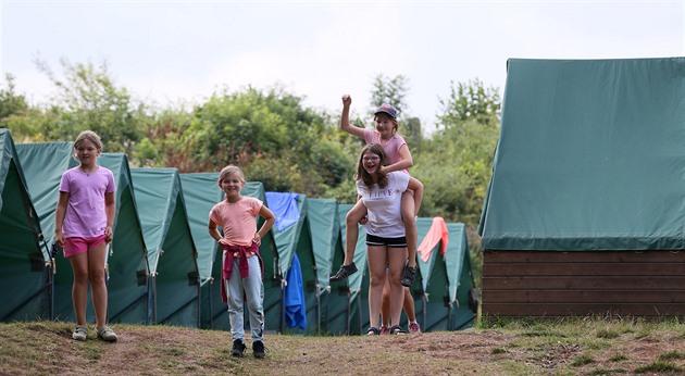 Zmatky kolem táborů. Ministerstvo potřetí za týden změnilo podmínky testování