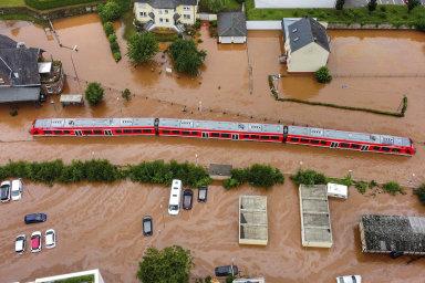 Část tratí je v Německu po povodních stále neprůjezdná. Ohrožuje to i dodávky oceli