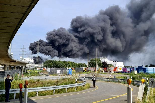 Výbuch v německém Leverkusenu má už pět obětí, dva lidé se dál pohřešují